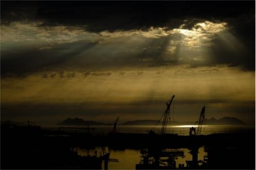 En mörk himmel över svart stad till en anmälan om skador från ECT-behandling